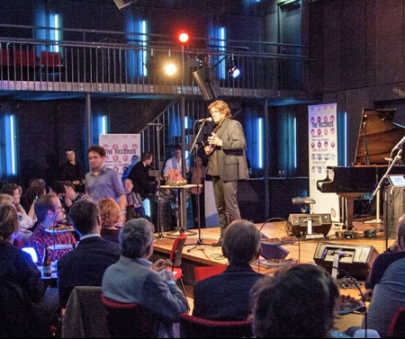 Radio- en jazzcoryfee Co de Kloet presenteert de International Jazz Award voor een Bimvol Bimhuis